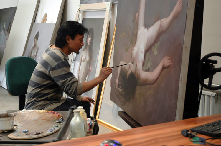 Wang HongZheng at work