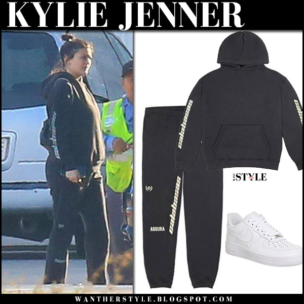 Kylie Jenner in black sweatshirt, black sweatpants yeezy baby bump celebrity fashion november 4 2017