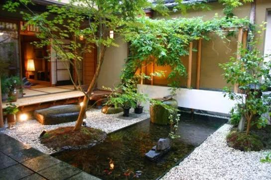 Rumah Kayu Gaya Jepang Dengan Taman