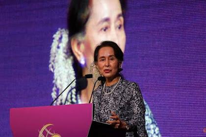 Biarkan Militer Myanmar Bantai Muslim Rohingya Gelar Aung San Suu Kyi Dicabut