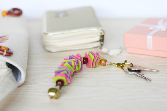 Bunter Schlüsselanhänger aus Filzresten