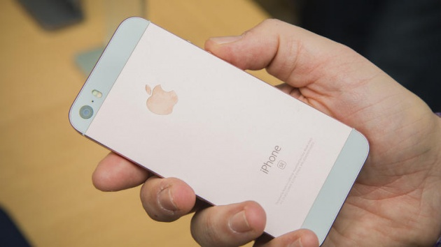 Người Việt buâng khuâng giá iPhone SE khi có mặt trên thị trường