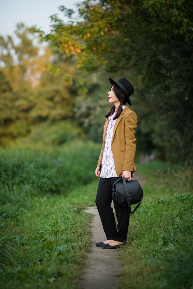 karmelowa marynarka | stylizacja z kapeluszem | Peperuna | wiązana koszula Peperuna | koszula z kokardą | styl boho | blog o modzie | blog modowy | blog szafiarski | blogerka z Łodzi