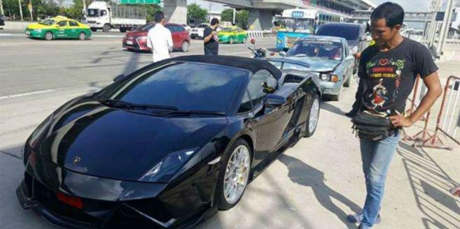 Duh! Lamborghini Ditabrak Mobil Penjual Ikan, Pemiliknya Lakukan Hal Ini