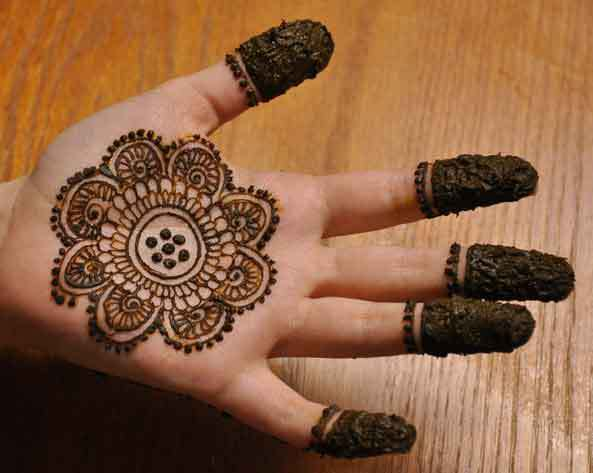 Best Simple Mehndi With Floral Desing