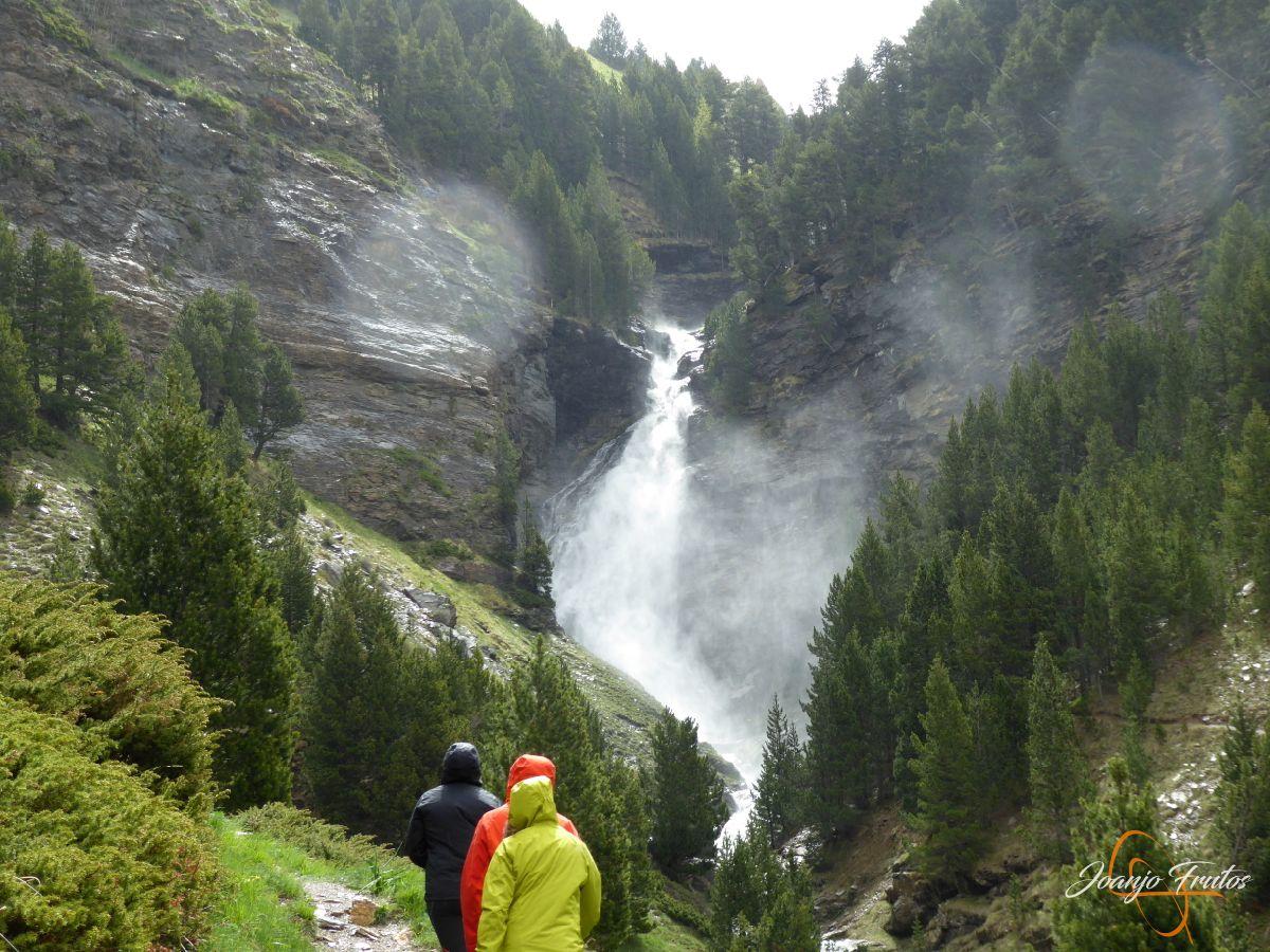 P1140121 - Ruta Las Tres Cascadas de Cerler con mucha agua