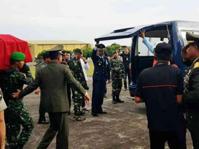 Surawahadi Sambut Jenazah Mantan KASAD, George Toisutta di Lanud Hasanuddin Makassar