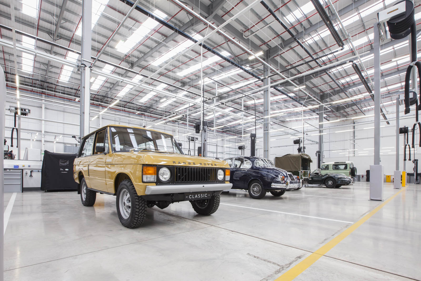 Jaguar Land Rover Opens The World\'s Largest Classic Car Center In ...