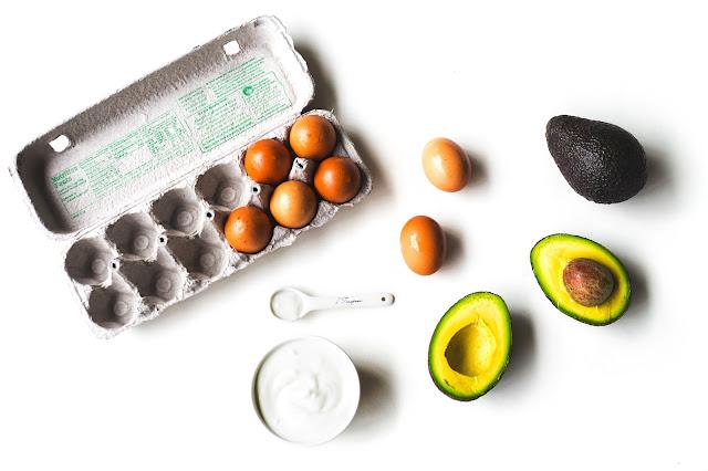 Tuyệt chiêu dưỡng ẩm da với mặt nạ bơ và lòng trắng trứng