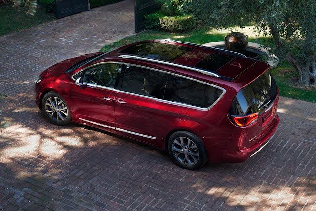 Above/side view of 2017 Chrysler Pacifica Touring-L Plus