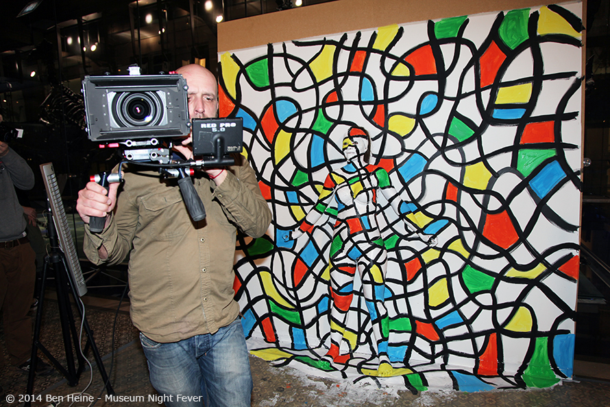 Iedereen Beroemd VRT TV report of Ben Heine doing a Flesh and Acrylic Live performance