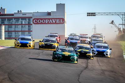 A largada da corrida 1 foi realizada às 8h20 (Rodrigo Guimarães/Sprint Race)