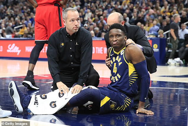 Victor Oladipo suffers suspected dislocated knee cap in Pacers win