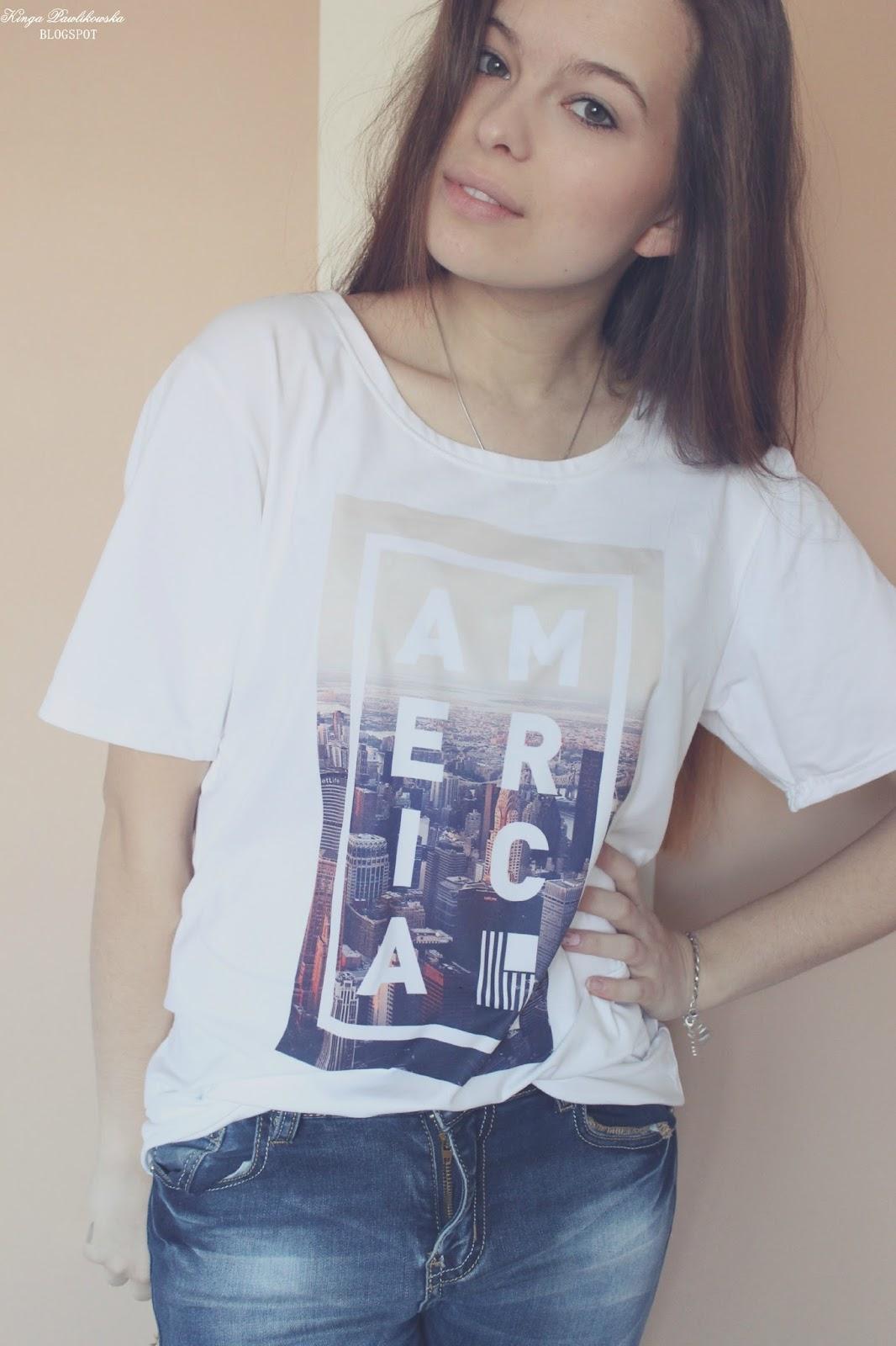 ❀ T-shirt z nadrukiem.