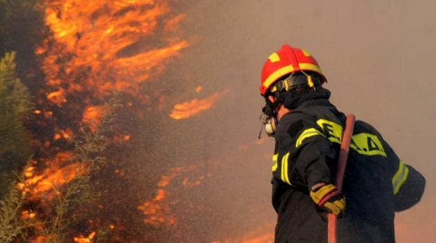 Μεγάλη φωτιά στην Κρήτη – Συναγερμός στο Ρέθυμνο
