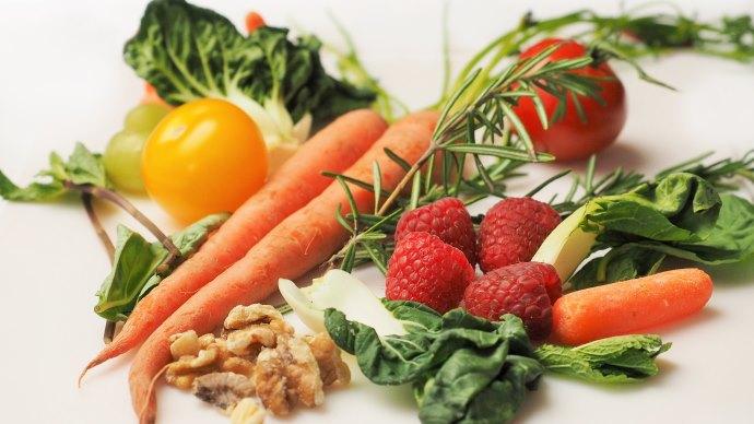 Wallpaper: Carrots, Kale, Walnuts, Tomatoes
