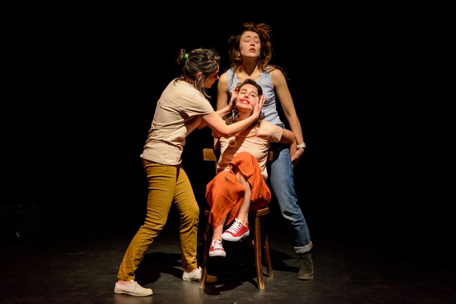 Andrea Jimenez Desnuda desde el patio: generación why. teatro en vilo.