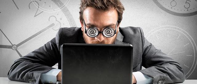 сучасний працівник в середньому проводить понад 60% робочого часу за мережевим спілкуванням і інтернет-пошуком