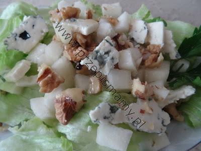 Sałatka z gruszkami i serem pleśniowym