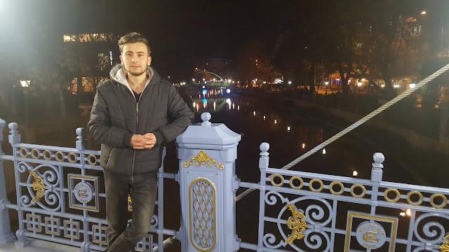 Harun İstenci ile Eskişehir'de Porsuk Çayında gece vakti yürümek