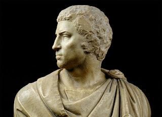 6cdb0193844042 Gabriela dowodząc pod Farsalos zwyciężyła armie Cezara i Pompejusza.  Pompejusz chciał sprzedawać pojmane Amazonki w niewolę, lecz zginął z ręki  Xeny.