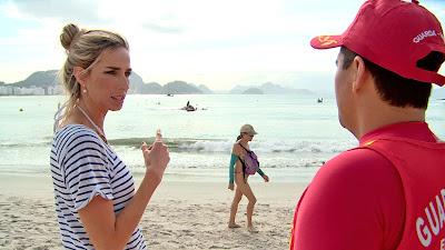 Mariana Weickert acompanha a rotina dos salva-vidas da praia de Copacabana - Divulgação/Band