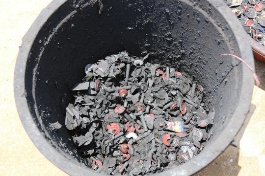 Cận cảnh chế biến cà phê độc hại từ tạp chất và than pin - Ảnh 6.