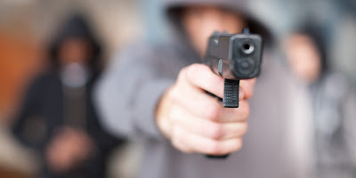 PORT ELIZABETH - 5 ARMED ROBBERS STORM SUMMERSTAND VILLAGE PICK & PAY & FLEE WITH UNDISCLOSED AMOUNT