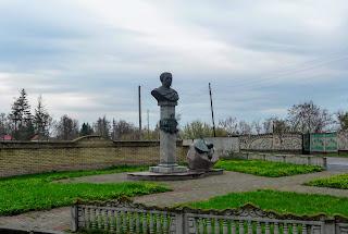 Великие Сорочинцы. Ул. Гоголя. Памятник гетману Даниилу Апостолу
