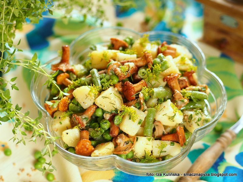 salatka ziemniaczana z grzybkami, z groszkiem, fasolka szparagowa, zielony groszek, mrozonki, poltino, salatki ziemniaczane, kureczki, kiszone grzyby,