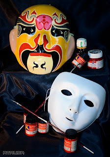 bodegón máscaras y pintura