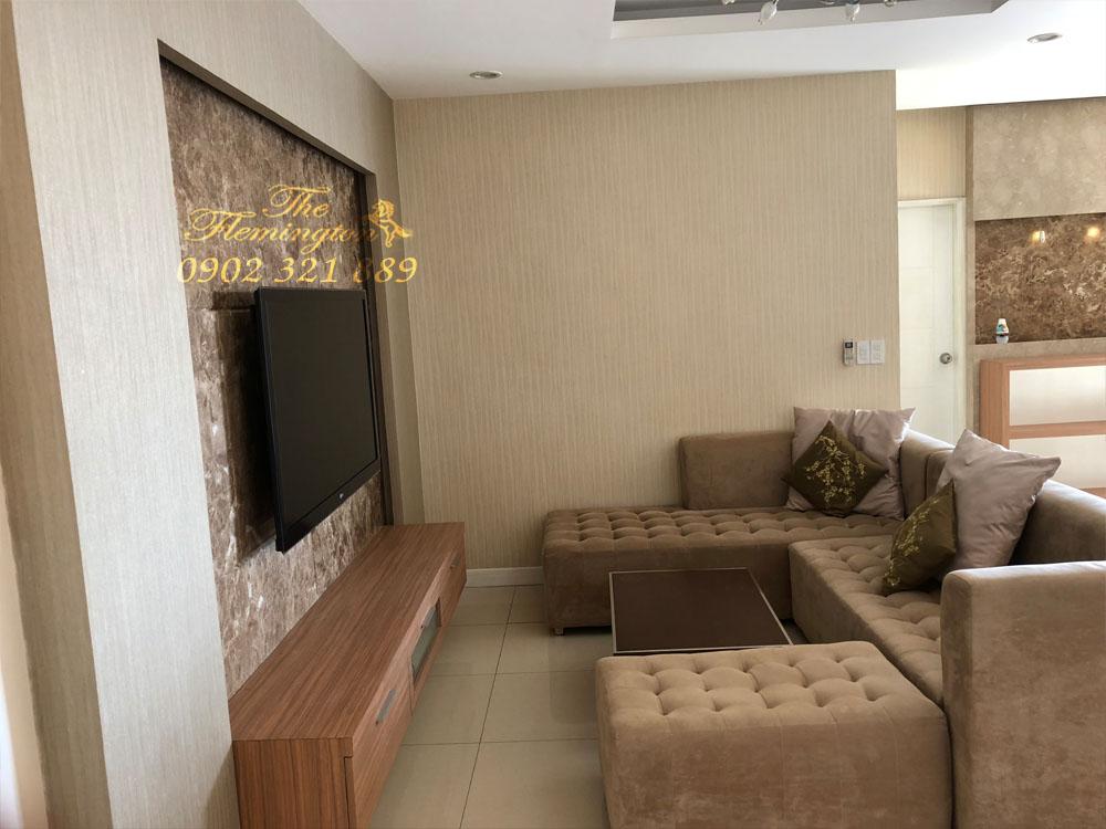 3 căn hộ The Flemington cần bán với giá chuẩn 100% so với thị trường - sofa và ti vi phòng khách