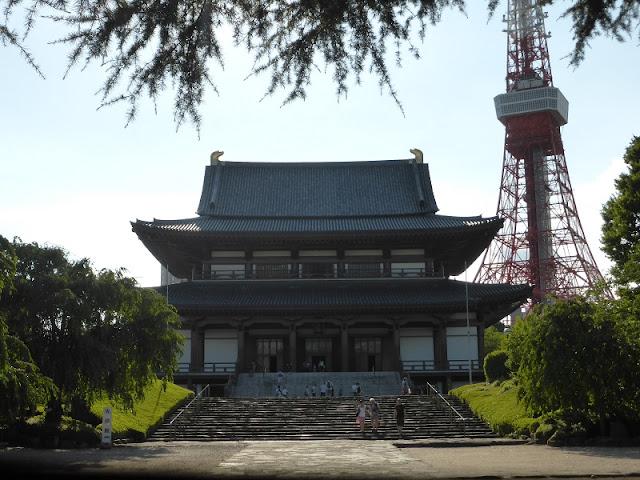 Templo Zojo-ji con Torre de Tokyo al fondo