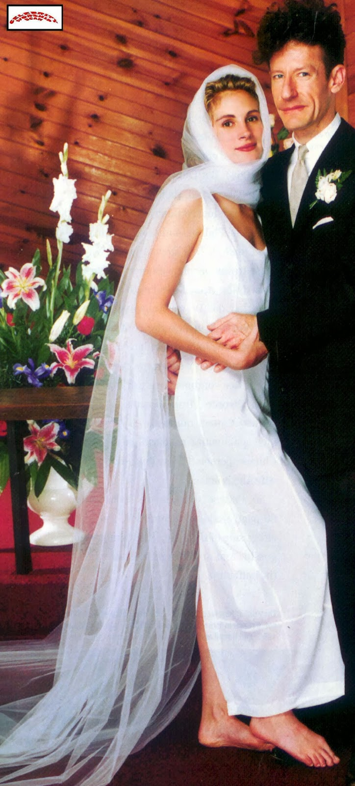 Lyle Lovett And Julia Roberts Wedding Barefoot Wore A Very Simple White Dress With Organza Shawl