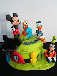 Bolo de aniversário na casa do Mickey Mouse