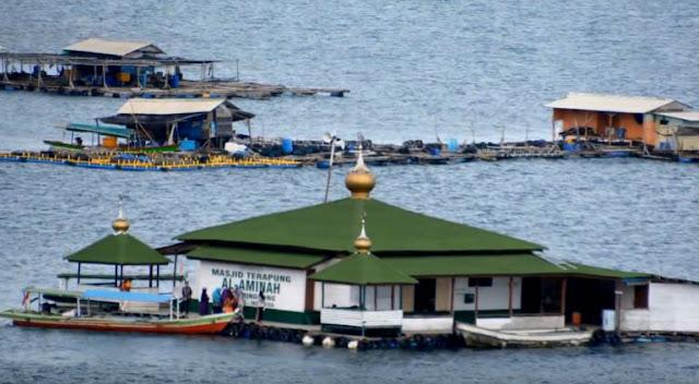 masjid terapung di pantai sari ringgung