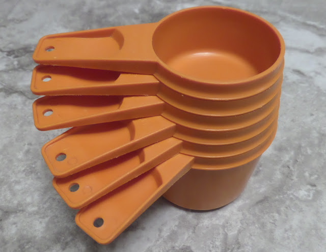 vintage orange Tupperware 6 measuring cup set