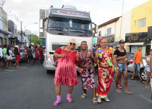 Confira imagens dos dois dias de carnaval do tradicional Bloco Pompeu em Delmiro Gouveia