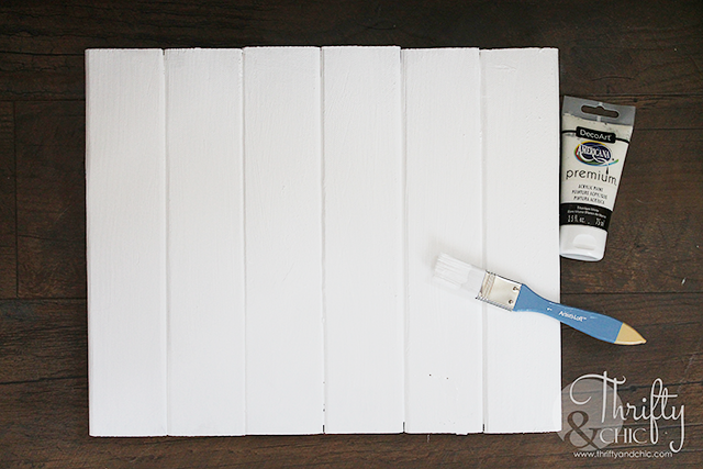 DIY shiplap picture frame or holder. DIY picture frame ideas. How to paint flowers and leaves.