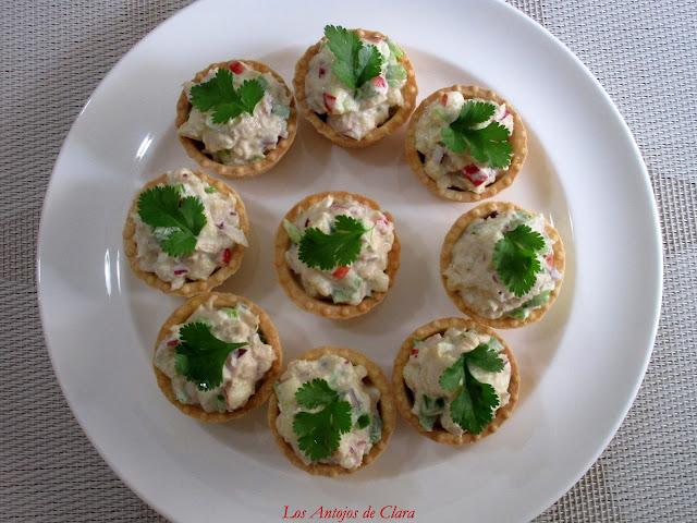 Tartaletas rellenas con ensaladilla de atún y manzana