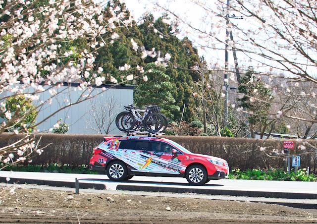 宇都宮ブリッツェンのサポートカー スバル レガシィ アウトバックの写真