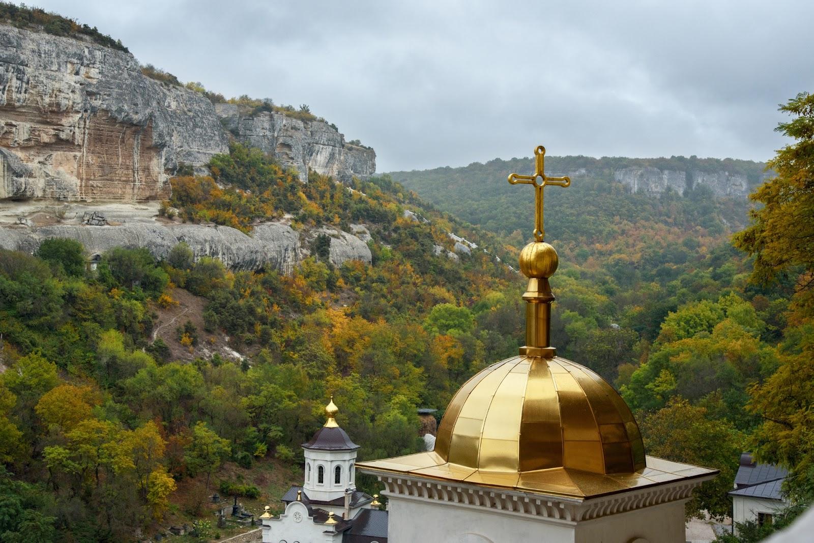 Свято-Успенский пещерный монастырь.