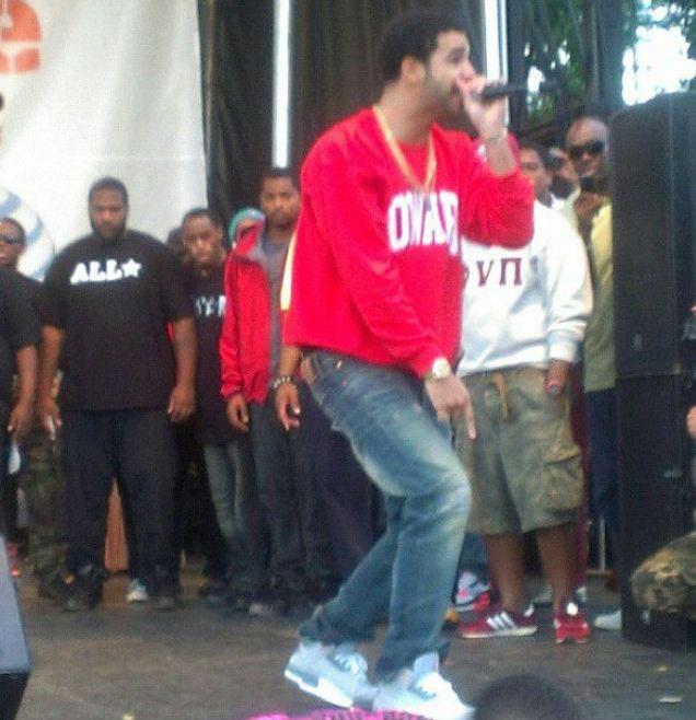 Celeb Sneaker Game  Drake Rocking Air Jordan 3