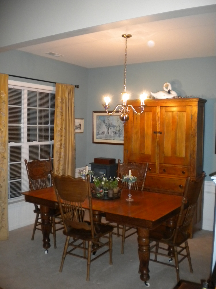 Sherri's Jubilee: Garden plantings and the completed Dining Room
