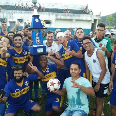 Park levanta a taça na Final da Copa Verão de Futebol Amador em Juquiá