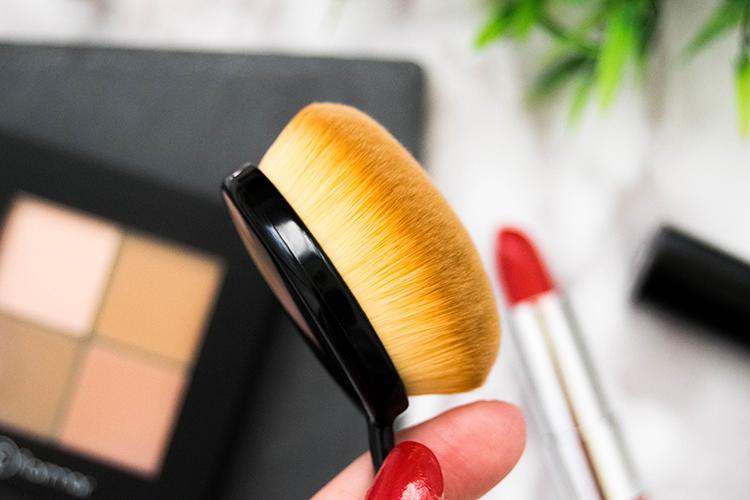 flormar contour palette oval brush