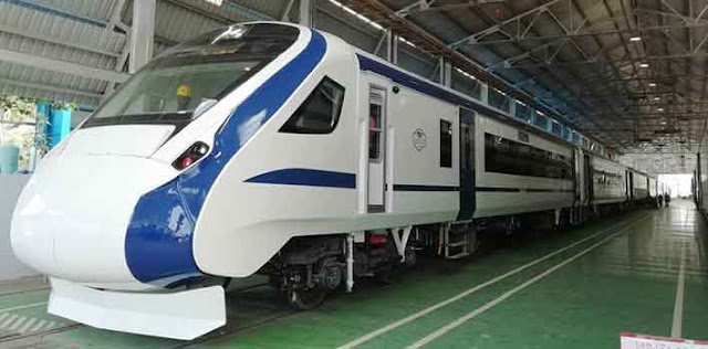 ट्रेन-18 के ट्रायल के दौरान इलेक्ट्रिक इंजन लगाकर हुई रवाना