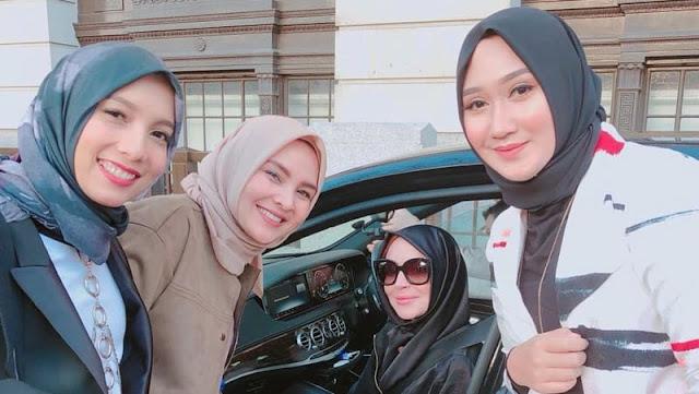 Di Acara Fashion Week, Lindsay Lohan Terciduk Menggunakan Hijab
