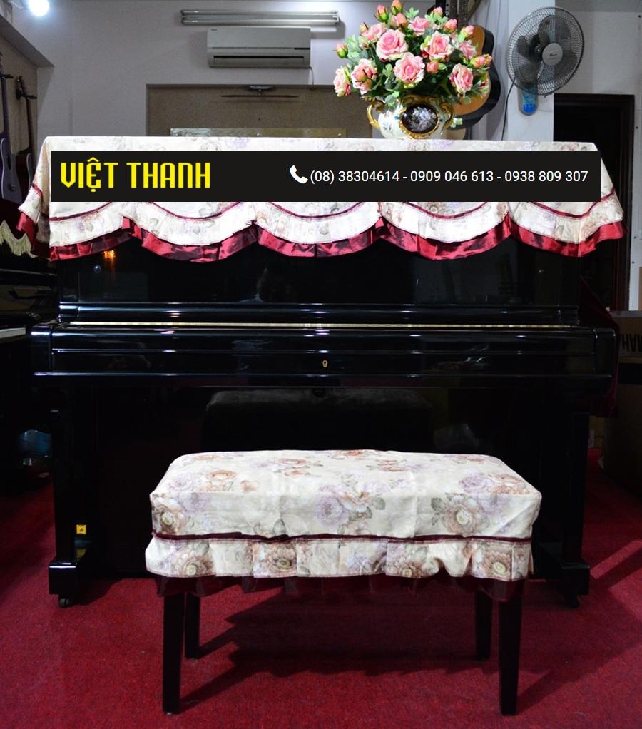Bán Khăn phủ đàn Piano trắng viền đỏ thêu hoa - KD02. Giá Rẻ Tphcm