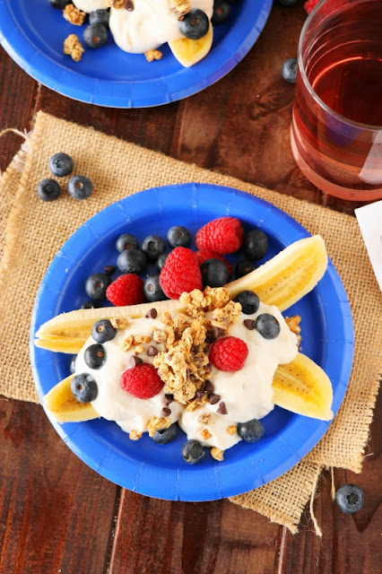 Get your day off to a great start with Breakfast Banana Splits! A lovely healthy dessert, too.